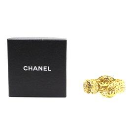 Chanel-Bracelet large à découpes en or CC Chanel-Doré