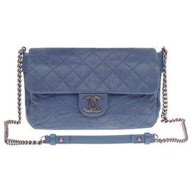 Chanel-Chanel Classique handbag in blue quilted coated leather, Garniture en métal argenté-Blue