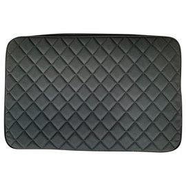 Chanel-Large new quilted pouch-Black