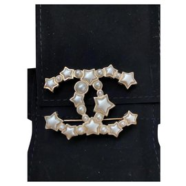 Chanel-Chanel pin-White