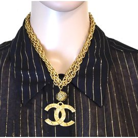 Chanel-Chanel Gold CC Textured Charm Necklace-Golden