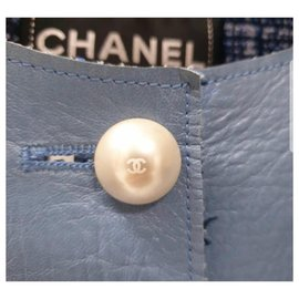 Chanel-Chanel Chanel Light Blue Lambskin Leather Contrast Lined Pearl Buttoned Jacket-Light blue