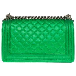 Chanel-Superb Chanel Boy old medium limited edition handbag in green quilted leather, Garniture en métal argenté-Green