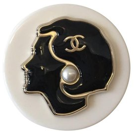 Chanel-Pins & brooches-Black,Beige