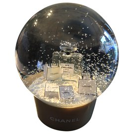 Chanel-Christmas Globe  ( shaking ball)-Golden