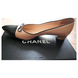 Chanel-Chanel pumps in very good condition-Black,Cream