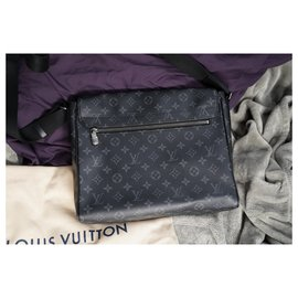 Louis Vuitton-district MM-Black