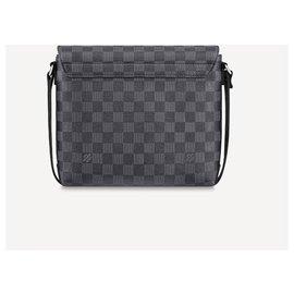 Louis Vuitton-LV District PM new-Grey