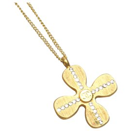 Chanel-Chanel Silver Clover Necklace-Silvery