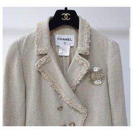 Chanel-Chanel 10Jaqueta de peito forrado com crista bege-Bege