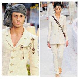 Chanel-6500$ Runway Bombay Metier d'Art Tweed Jacket-Cream