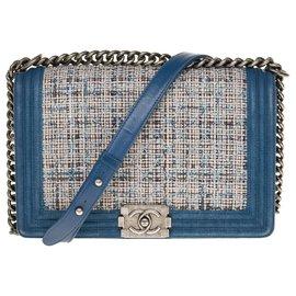 Chanel-Lovely Chanel Boy new medium in blue denim, Garniture en métal argenté-Blue