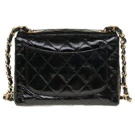 Chanel-Lovely Chanel Mini Timeless bag in black patent quilted, garniture en métal doré-Black