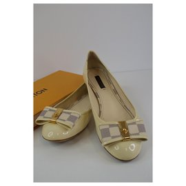 Louis Vuitton-Ballet flats-White,Golden,Cream