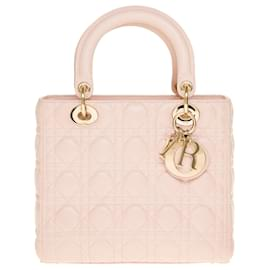 Christian Dior-Splendide sac bandoulière Christian Dior Lady Dior moyen modèle en cuir cannage rose baby pink, garniture en métal champagne-Rose