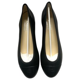 Chanel-Chanel black leather ballerinas-Black,Cream