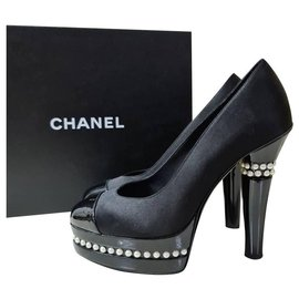 Chanel-CHANEL Patent Leather Satin Logo Pearl Heels Shoes Sz.38 auth-Black