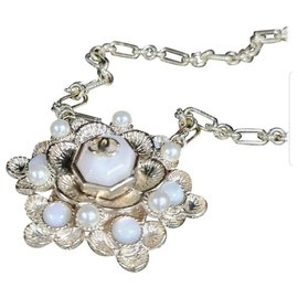 Chanel-Chanel 16B Large Camellia Gold Metal Pearl Pendant-Golden
