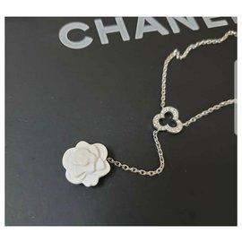 Chanel-Chanel 18K White Gold Camelia Agate Diamond Necklace-Golden