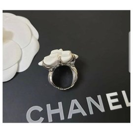 Chanel-Chanel Camellia White Agate Gold Ring-Golden