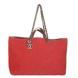Chanel-Chanel Red Large Pop Tote Quilted Felt Handbag Shopper bag. A very rare find!-Red