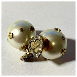 Dior-Très jolie Paire de Boucles d'oreilles , Marque Dior .Modèle Tribal.-Blanc cassé