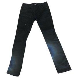 Guess-Un pantalon-Noir