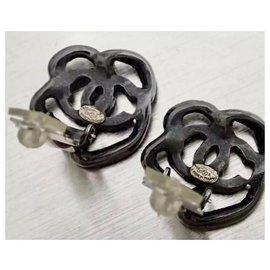 Chanel-Très jolie Paire de Boucles d'oreilles, Marque Chanel.-Gris anthracite