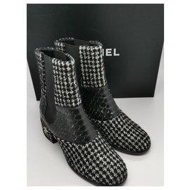 Chanel-CC-Black,White