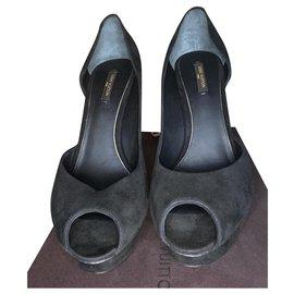 Louis Vuitton-Heels-Black