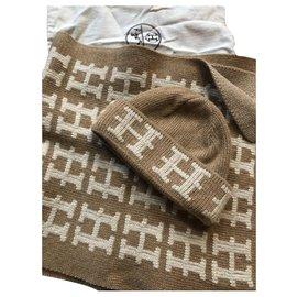 Hermès-Hermès cashmeere scarf and hat set-Beige
