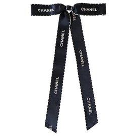 Chanel-Broches et broches-Noir,Blanc