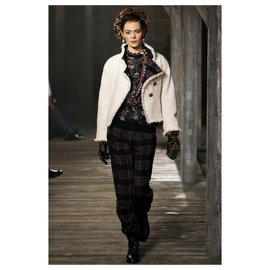 Chanel-Edinburgh Gripoix buttons jacket-Cream