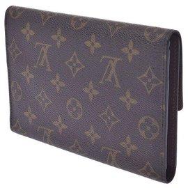 Louis Vuitton-Louis Vuitton Passport cover-Brown