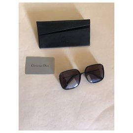 Dior-Des lunettes de soleil-Noir