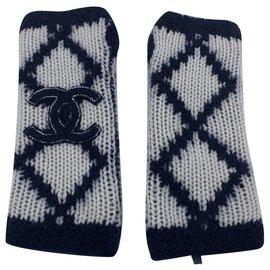 Chanel-Gloves-Cream,Navy blue