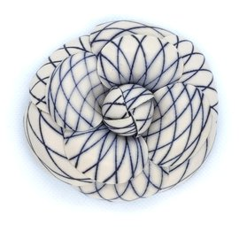 Chanel-camellia fishnet brooch-White