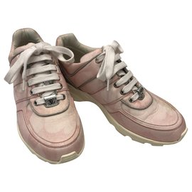 Chanel-Sneakers-Pink