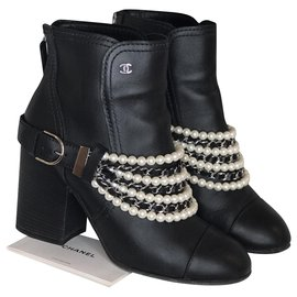 Chanel-Boots with pearls and chains-Black