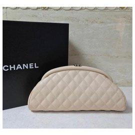 Chanel-Pochette Chanel Timeless en caviar matelassé beige CC-Beige