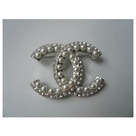 Chanel-CHANEL Brooch lined C glass beads new condition-Silvery