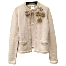 Chanel-Cashmere twin-set with its brooches-Beige