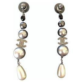 Chanel-Earrings-Black,White,Grey