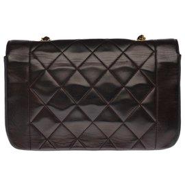 Chanel-Superb Chanel Diana bag in brown quilted leather, garniture en métal doré-Brown