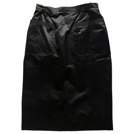 Chanel-Chanel skirt in black silk 2 Poches-Black