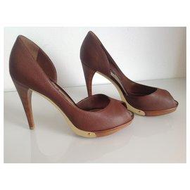Louis Vuitton-Heels-Caramel