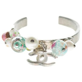 Chanel-Very beautiful Chanel cuff bracelet in silver metal with charms-Silvery