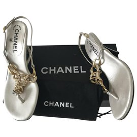 Chanel-Gold Chain Rhinestones Leather Thong Sandals-Silvery,Gold hardware