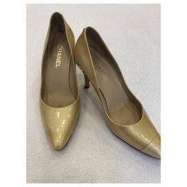 Chanel-Pumps-Golden