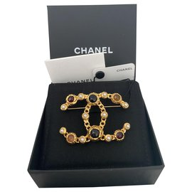 Chanel-Chanel Gold metal brooch with multicolored pearls / stones. new never worn-Multiple colors,Golden